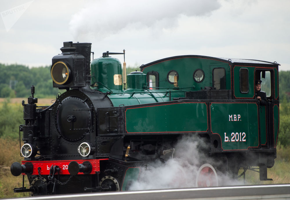 Una locomotiva della serie M. 2012 durante il forum ferroviario EXPO 1520 a Mosca.