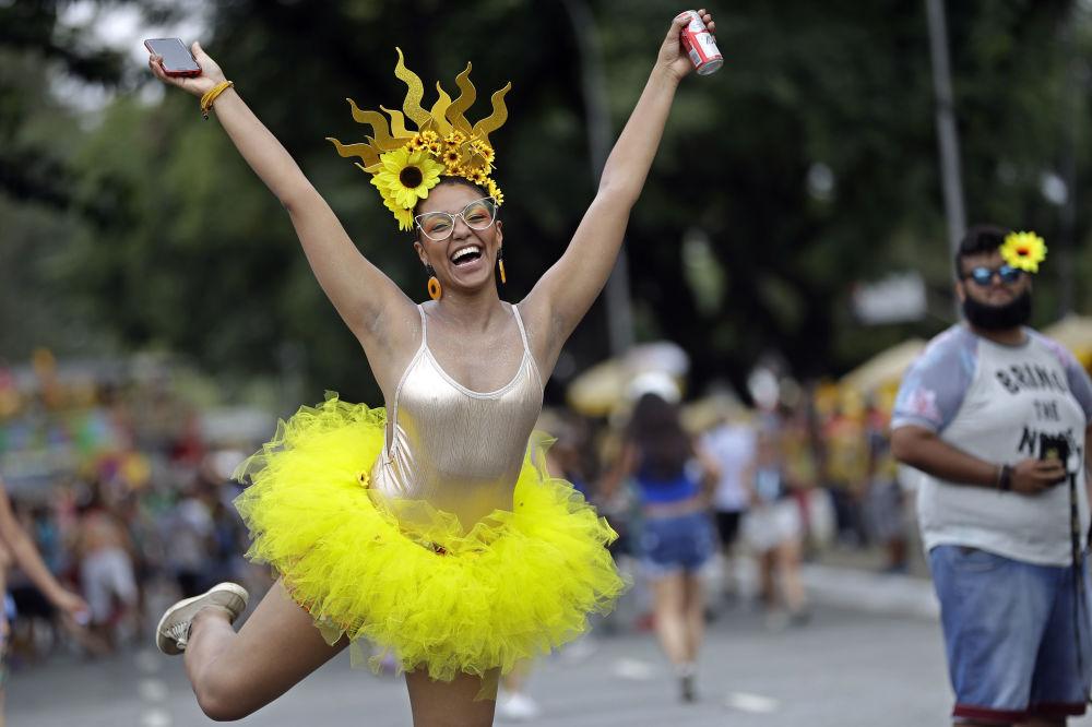 Una partecipante al carnevale a San Paolo in Brasile.