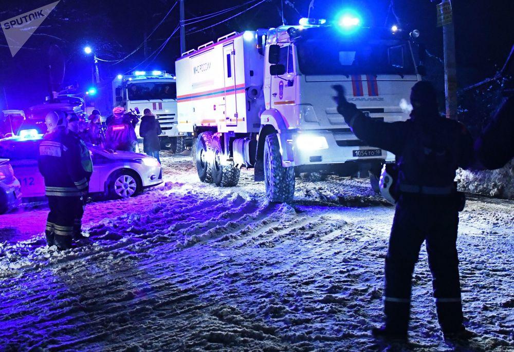 Secondo l'Agenzia federale del trasporto aereo, la comunicazione con l'equipaggio di volo An-148 Saratov Airlines' 703 da Mosca a Orsk è terminata pochi minuti dopo il decollo da Domodedovo, dopo di che il velivolo è scomparso dal radar.