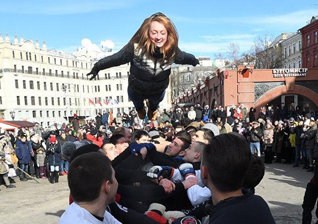 Un momento delle celebrazioni della festa di Maslenitsa 2017 a Mosca
