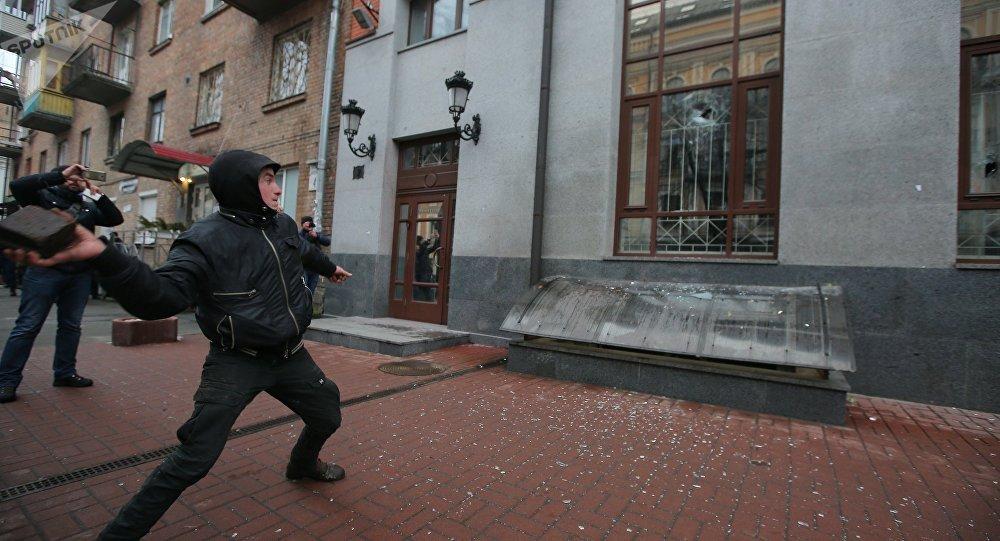 Radicals smash Rossotrudnichestvo office in Kiev