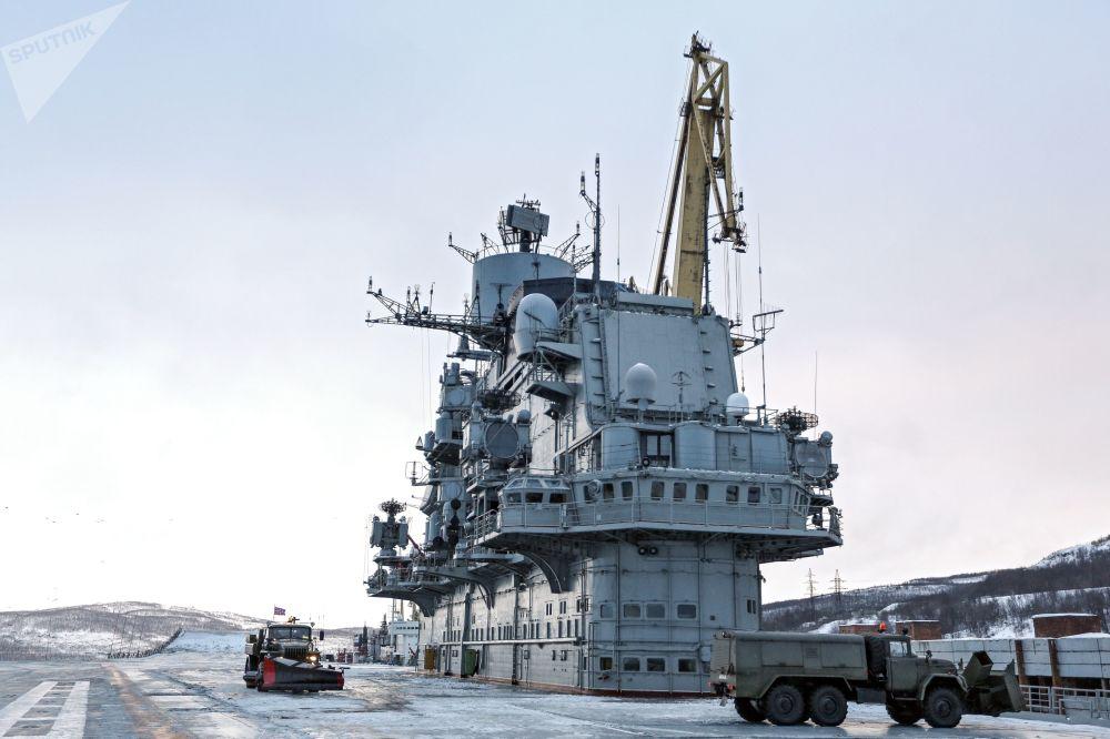 La vita a bordo dell' incrociatore Ammiraglio Kusnetsov