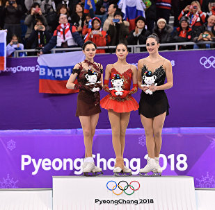 Alina Zagitova, Evgenija Medvedeva e Kaetlyn Osmond