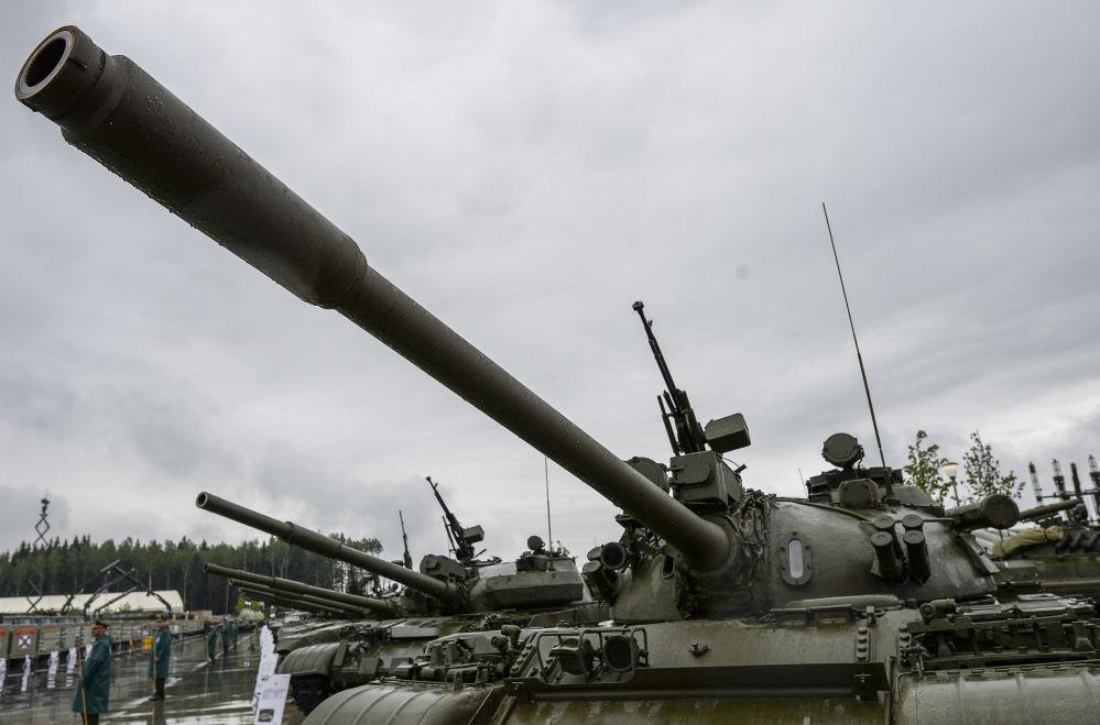 Carro armato medio sovietico T-55 all'inaugurazione del Forum internazionale tecnico-militare Armija-2015.