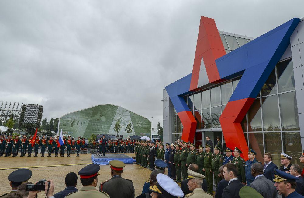 Governatore della regione di Mosca Andrej Vorobjev all'inaugurazione del Forum internazionale tecnico-militare Armija-2015.
