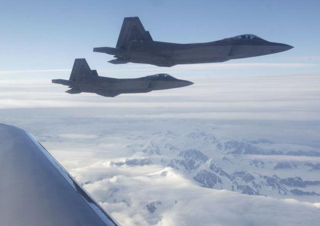 Caccia americani di quinta generazione F-22