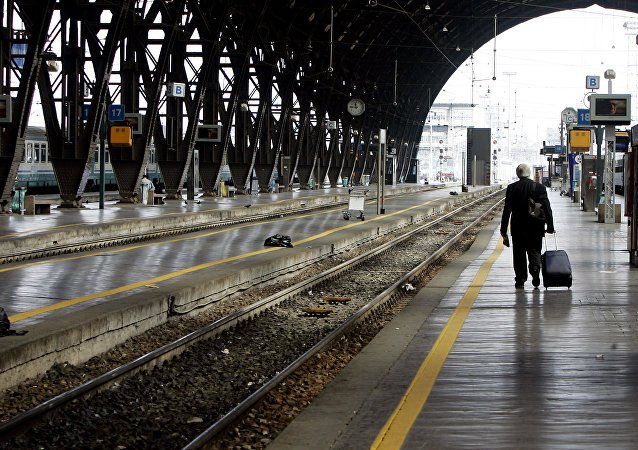 La veduta dei binari vuoti alla stazione Centrale di Milano (foto d'archivio).