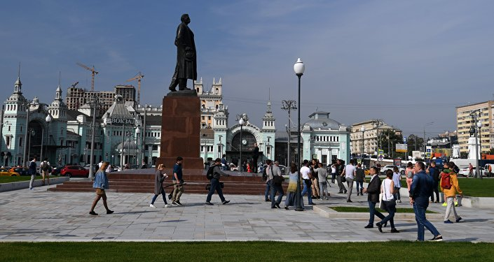 La piazza della stazione Belorusskaya a Mosca - 2017