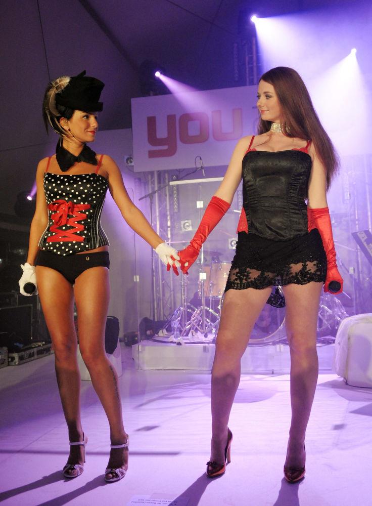 Julia Volkova e Lena Katina conosciute come le t.A.T.u al festival di Cannes 2008.