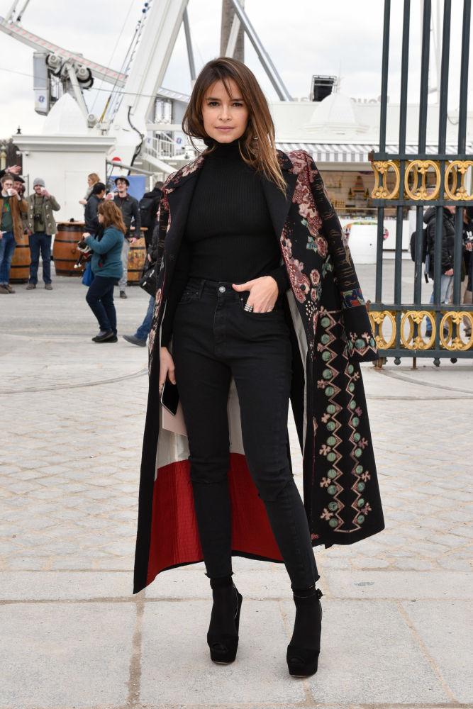Ex giornalista di Harper's Bazaar Russia, imprenditore, icona della moda russa Miroslava Duma a Parigi.