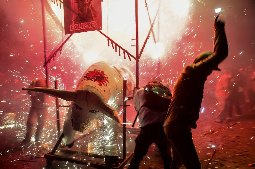 Fuochi d'artificio alle celebrazioni di San Juan de Dios a Tultepec, Messico.