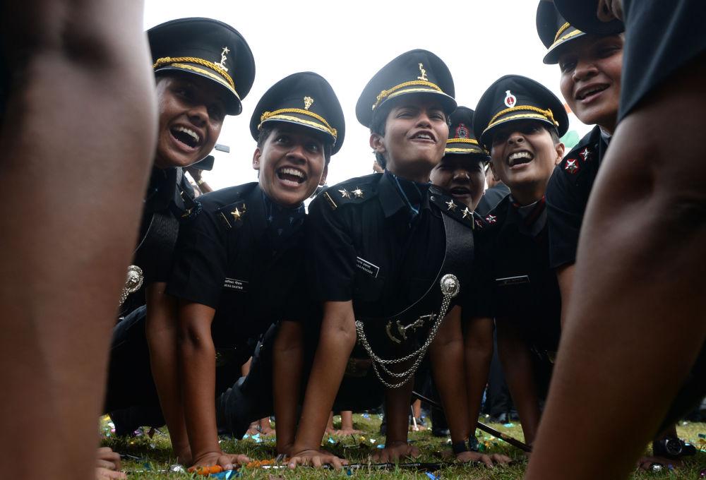 I cadetti festeggiano la loro laurea, Chennai, India.