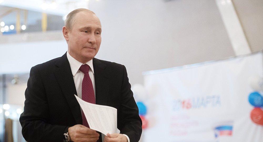 Putin vota alle elezioni Presidenziali