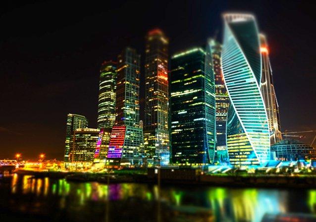 Il complesso di Moscow City illuminato