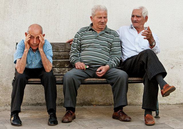 Italiani sulla Piazza del Popolo, Specchia, Italia del Sud