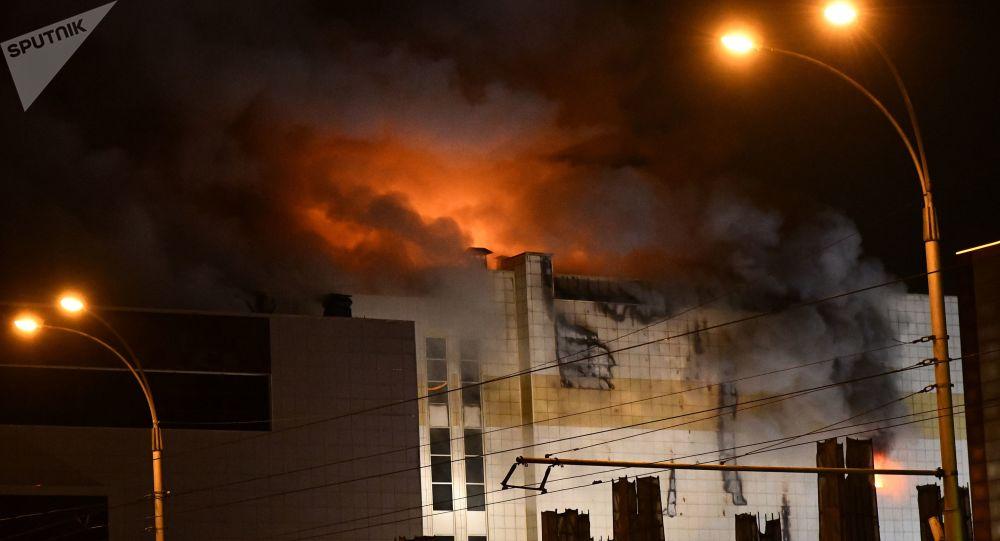 Siberia, incendio in un centro commerciale: numerose vittime, almeno quattro sono bambini