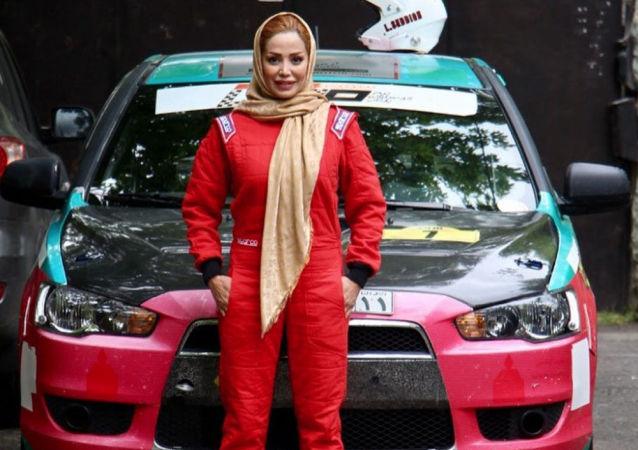 La pilota iraniana Laleh Seddigh