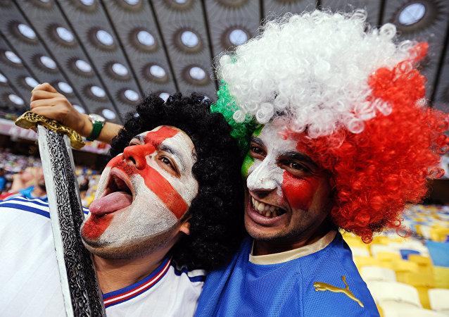 Tifosi inglesi e italiani