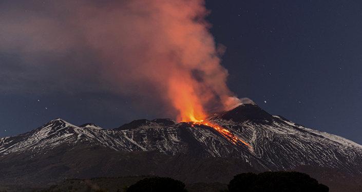 L'eruzione dell'Etna in Sicilia (foto d'archivio)