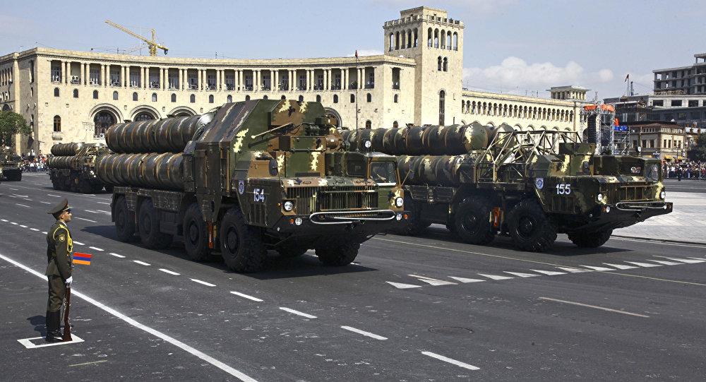 Contraerea missilistica di costruzione russa alla parata dell'Indipendenza in Armenia