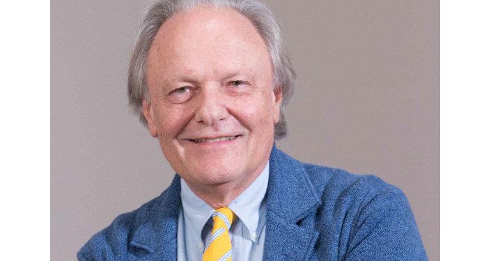 Professore Carlo Gasperoni, chirurgo plastico, docente di chirurgia estetica della faccia presso diverse università italiane