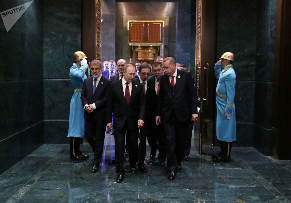 Il presidente russo Vladimir Putin e il presidente turco Recep Tayyp Erdogan durante l'incontro al palazzo presidenziale ad Ankara.