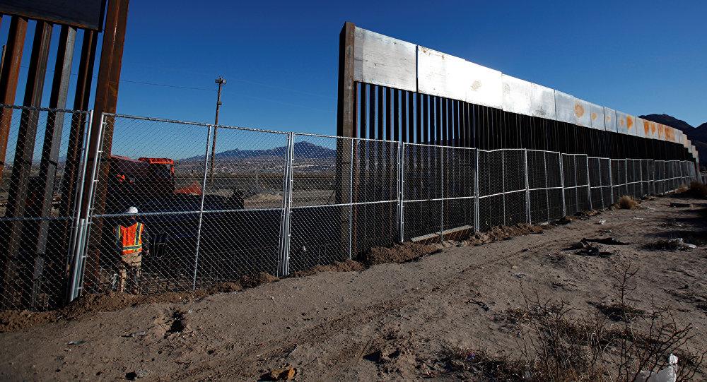 Una nuova sezione del muro divisorio tra USA e Messico