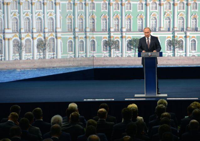Presidente Putin alla sessione plenaria del XIX Forum economico di San Pietroburgo