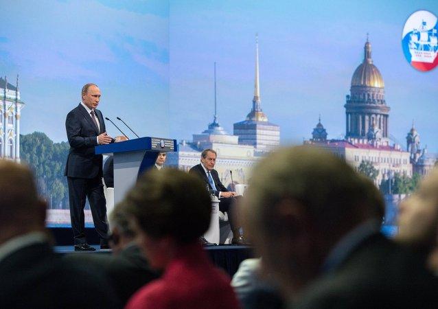 Putin prende la parola al Forum Economico Internazionale di San Pietroburgo