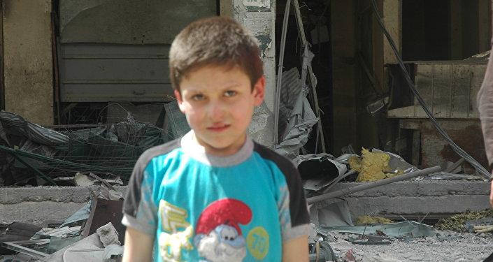 Mustafa, bambino siriano coinvolto nella messinscena chimica a Douma