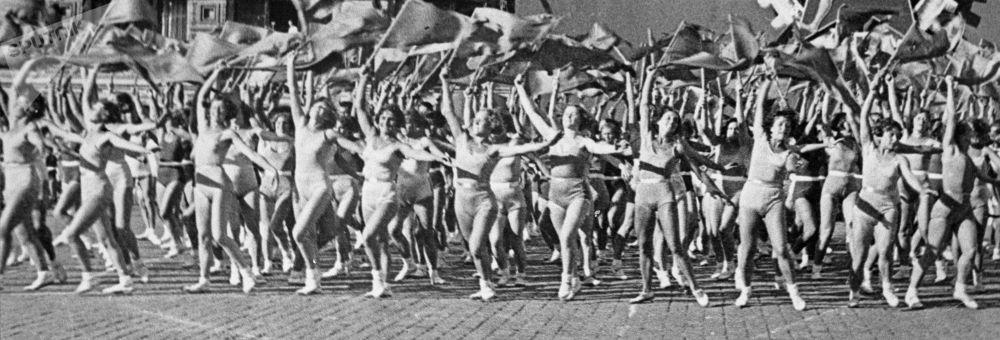 La parata dedicata alla cultura fisica per il giorno della solidarietà internazionale dei lavoratori, il 1° maggio 1936