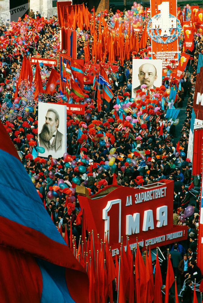 Le manifestazioni per la giornata del lavoro in piazza Rossa a Mosca il 1° maggio 1984.