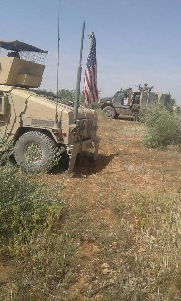 Mezzi militari francesi e americani in Siria (Manbij)