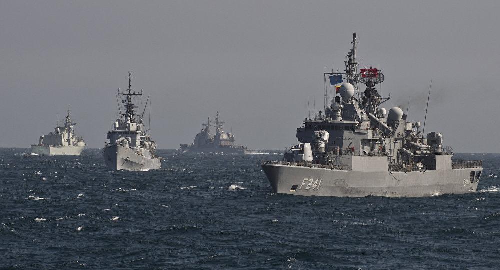 Le navi da guerra della NATO in esercitazioni nel mar Nero