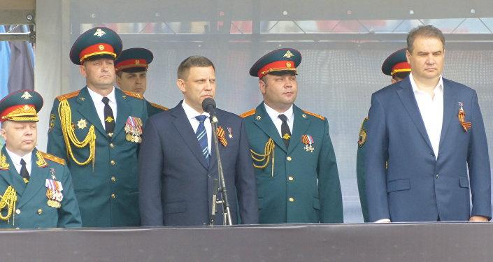 Il capo della autoproclamata Repubblica popolare di Donetsk Alexander Zakharchenko il Giorno della Vittoria.