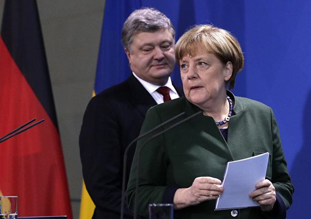 Petro Poroshenko ed Angela Merkel (foto d'archivio)
