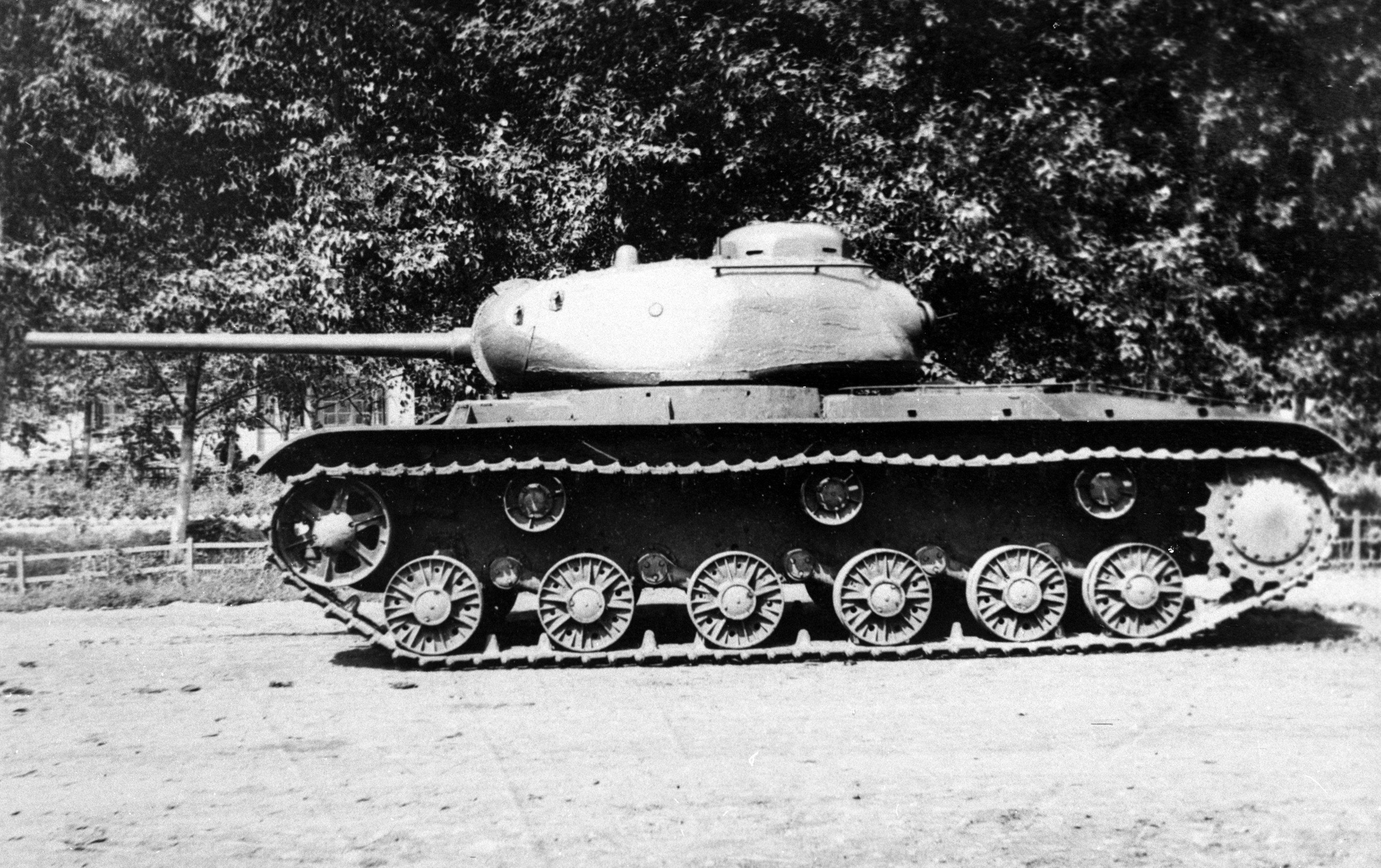 Il carro armato KV-85