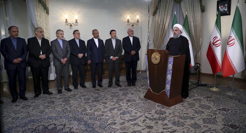Il presidente iraniano Hassan Rouhani interviene per la TV