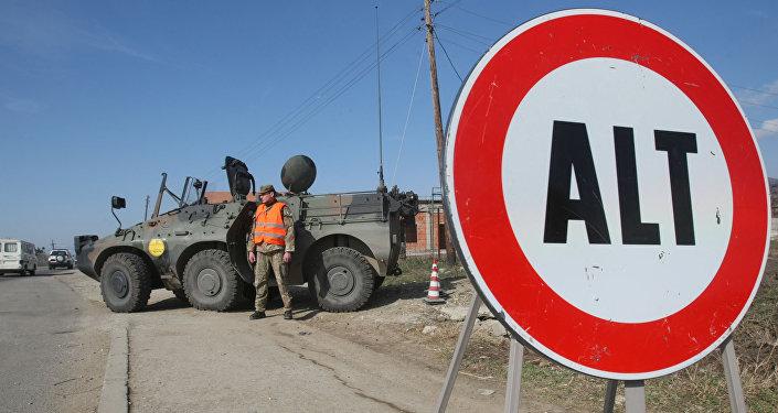 Posto di blocco della missione KFOR in Kosovo