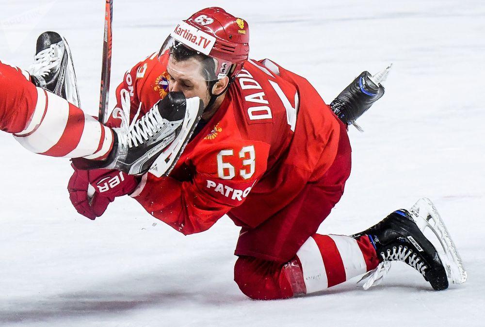 Il hockeista della nazionale russa Evgeny Dadonov visto durante la partita con la nazionale slovaca.