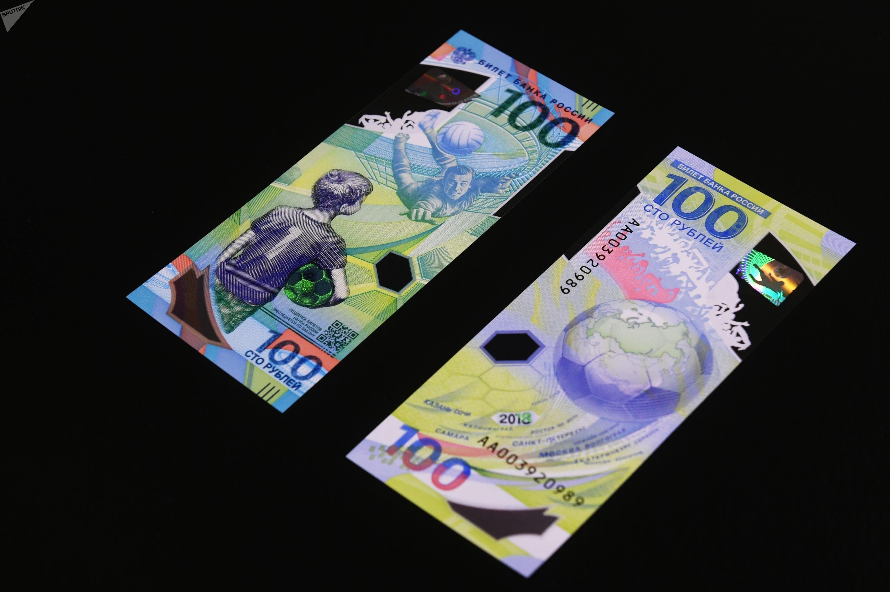 Delle banconote da 100 rubli