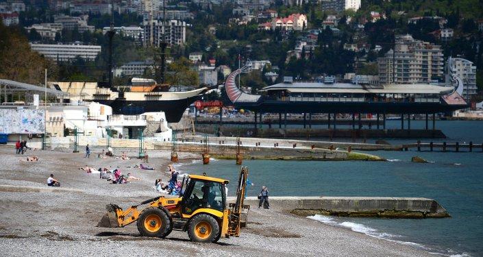 Preparazioni alla stagione turistica a Yalta