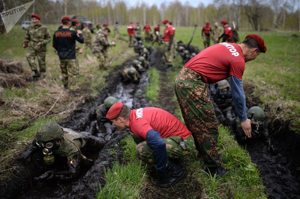 Le prove dei militari nella regione di Novosibirsk.