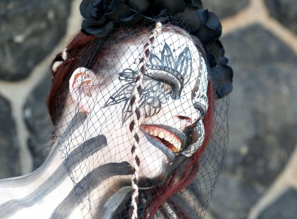 Una partecipante alla macherata per la Giornata del Giappone a Dusseldorf.