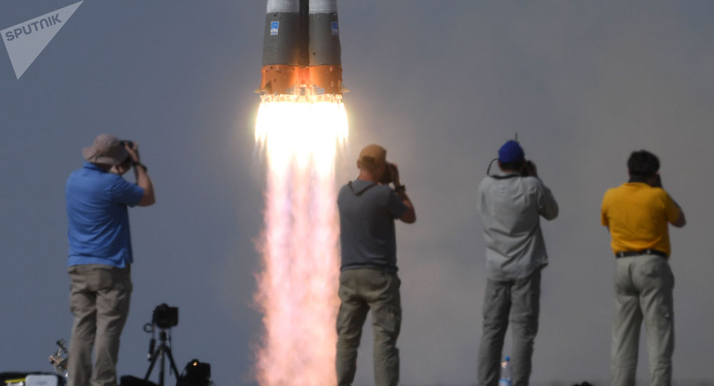 Lancio del vettore Soyuz MS-09 con tre membri dell'equipaggio 56/57 della ISS