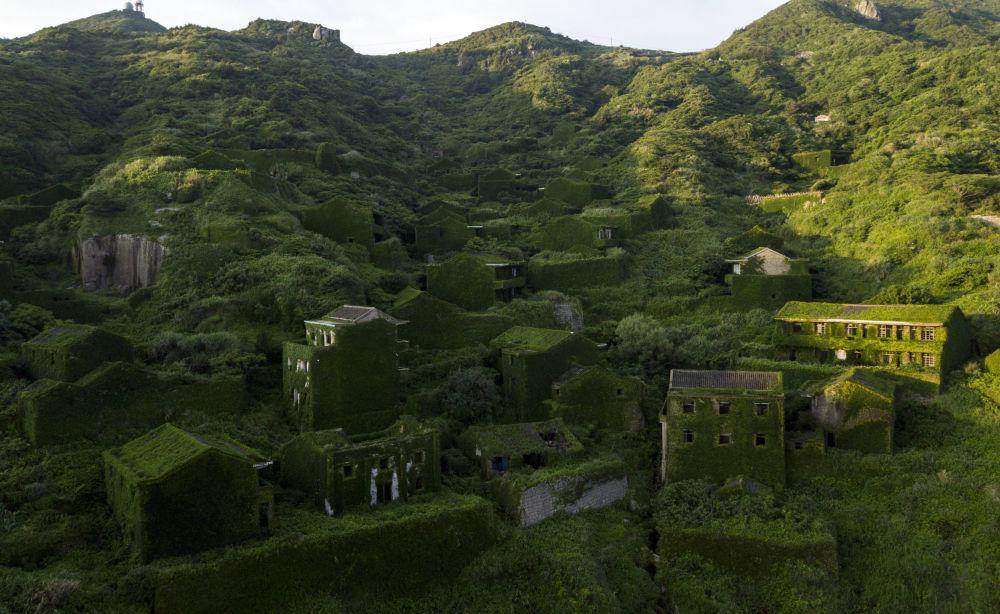 Un villaggio abbandonato a Houtouwan, Cina.