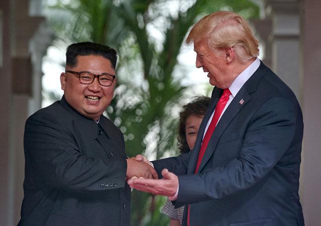 Kim Jong-un e Donald Trump a Singapore (foto d'archivio)