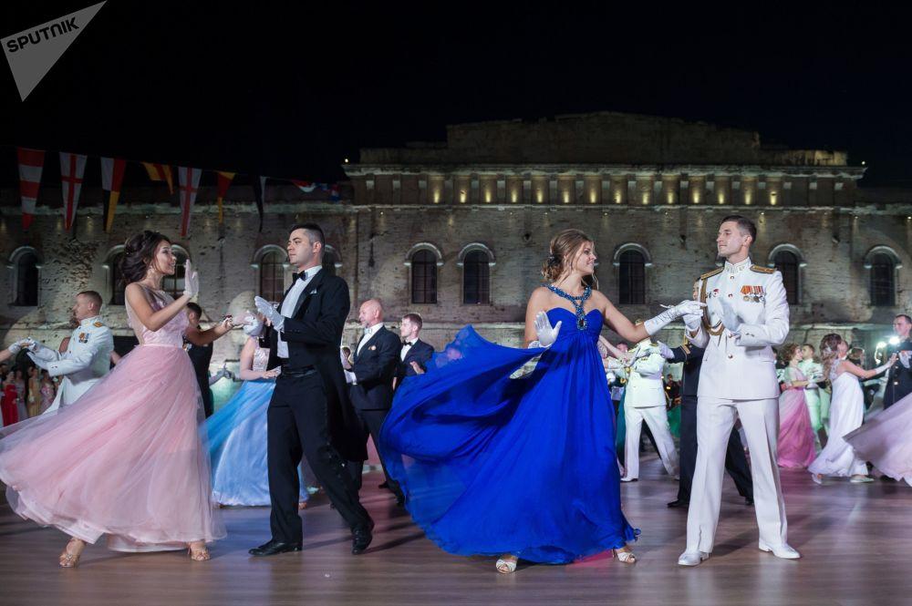 Il ballo degli ufficiali a Sebastopoli