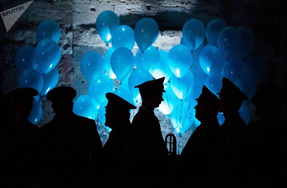I partecipanti al Gran Ballo degli ufficiali a Sebastopoli.