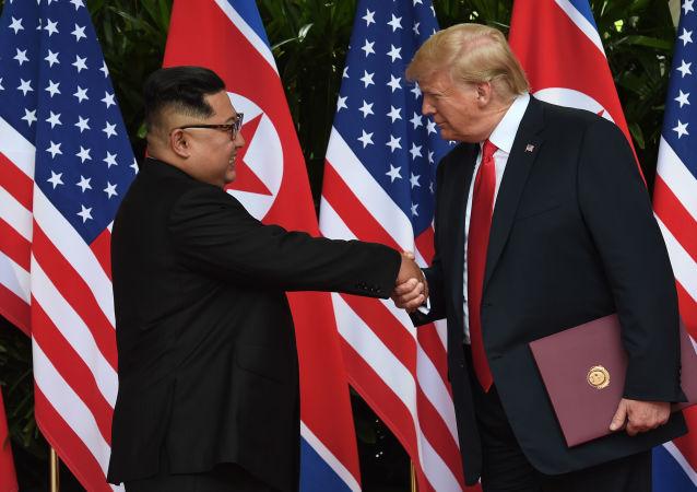 Il leader della Corea del Nord Kim Jong Un e il presidente statunitense Donald Trump al summit USA-Corea del Nord